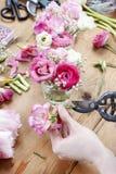 Флорист на работе Стоковое фото RF