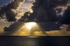 Флорида пользуется ключом Солнце через облака Стоковая Фотография RF