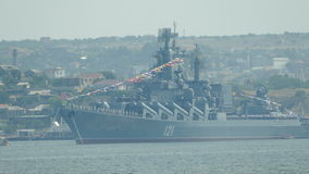 Флот Чёрного моря русского военного корабля корабля- флагмана видеоматериал
