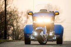 ХАБАРОВСК, РОССИЯ - 3-ье мая 2017: Honda Trake 3-катил стойки рук-собранные мотоцилк на плоской земле в Хабаровске Стоковое Изображение