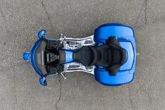 ХАБАРОВСК, РОССИЯ - 3-ье мая 2017: Honda Trake 3-катил стойки рук-собранные мотоцилк на плоской земле в Хабаровске Стоковое Изображение RF