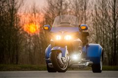 ХАБАРОВСК, РОССИЯ - 3-ье мая 2017: Honda Trake 3-катил стойки рук-собранные мотоцилк на плоской земле в Хабаровске Стоковая Фотография RF