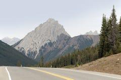 Хайвей в горах стоковая фотография