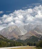 Хайвей в горах стоковые фото