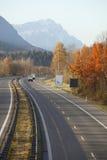 Хайвей и горы стоковое изображение