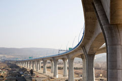 хайвей колоннады моста стоковое фото rf