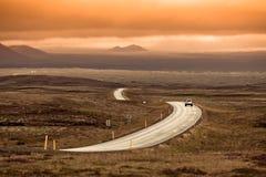 Хайвей кривого через ландшафт Исландии стоковая фотография rf