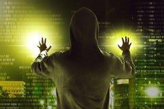 Хакер крадя данные Стоковая Фотография
