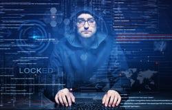 Хакер на работе Стоковое фото RF