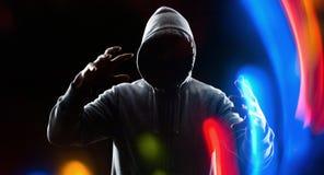 Хакер рубя на виртуальном компьютере Стоковое фото RF