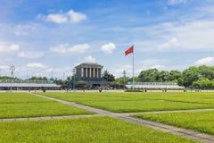 Ханой, Вьетнам - 24-ое мая 2015: Взгляд панорамы мавзолея Хо Ши Мин Мавзолей Хо Ши Мин большой мемориал в Ханое, Вьетнаме стоковые фото