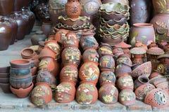 Ханой, Вьетнам - 25-ое января 2015: Продукты гончарни на магазине в деревне Trang летучей мыши старой керамической Деревня Trang  Стоковое фото RF