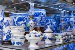 Ханой, Вьетнам - 25-ое января 2015: Продукты гончарни на магазине в деревне Trang летучей мыши старой керамической Деревня Trang  Стоковые Изображения