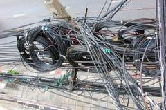 Хаос, грязный, путать электрического кабеля Стоковые Изображения