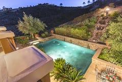 Характеристики бассейна и воды в доме Сан-Диего стоковые фото