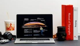 Характеристики и спецификации iPhone x s старта Яблока максимальные стоковое фото rf