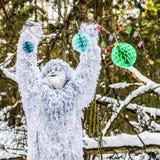 Характер сказки йети в фото фантазии леса зимы внешнем Стоковые Изображения RF