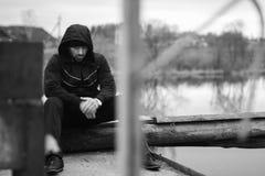 Харизматический человек во время пролома разминкой озера идущей Стоковое Фото