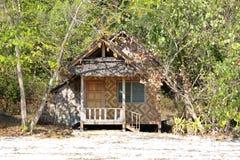 Хата между деревьями на острове Rang Yai Стоковое Изображение