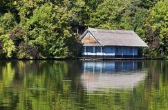 Хата около озера Стоковое фото RF