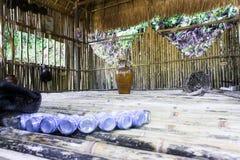 Хата племени Raglan Вьетнам интерьер внутри деревянного дома Стоковая Фотография