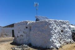 Хата Fishermen's с антенной и панелями солнечных батарей Стоковое фото RF