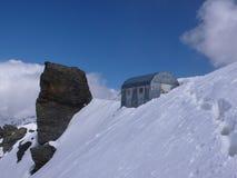 Хата Piero de Дзэн bivy в швейцарских Альпах Стоковое Изображение RF