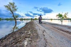 Хаты заболоченного места силуэта backlight фото юговосточные азиатские Стоковые Изображения