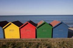 хаты пляжа цветастые Стоковые Фотографии RF