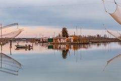 Хаты рыбной ловли на лагуне морской воды Стоковые Фото