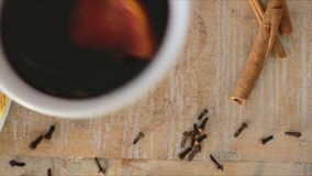 Хватать обдумыванное вино сток-видео