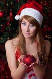 Хелпер santa женщины с свечкой Стоковые Фото