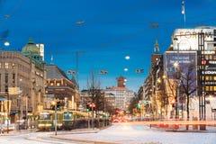 Хельсинки, Финляндия Трамвай уходит от стопа на улице Aleksanter Стоковое Изображение RF