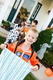 Хеллоуин: Астронавт мальчика готовый на хеллоуин Стоковые Изображения RF