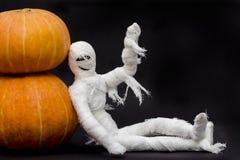 Хеллоуин и мумия с тыквами Стоковые Фото