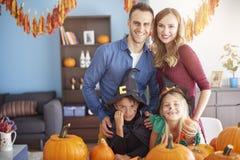 Хеллоуин с семьей Стоковые Фото