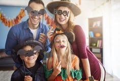 Хеллоуин с семьей стоковое изображение rf