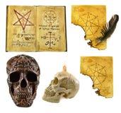 Хеллоуин установил с волшебными бумагами Стоковая Фотография
