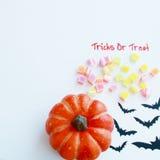 Хеллоуин, фокус или обслуживание с конфетой Стоковые Изображения RF