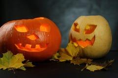 Хеллоуин - Джек-o-фонарик тыквы на черной предпосылке Стоковая Фотография RF