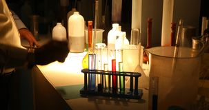 Химикаты в темной лаборатории видеоматериал