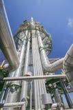 Химическая башня рафинадного завода Стоковые Фотографии RF
