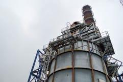 Химическая емкость и труба smithchemical завод стоковые изображения rf