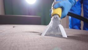 Химическая чистка софа в квартире или офисе видеоматериал