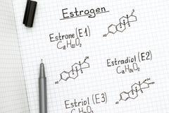 Химические формулы эстрогенов с черной ручкой Стоковая Фотография RF