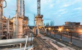 Химический завод для продукции землеудобрения амиака и азота на времени вечера Стоковое Изображение
