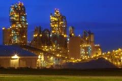 химический завод ночи фабрики Стоковое Изображение