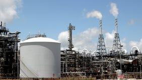 Химический завод с стогами дыма Стоковые Изображения RF