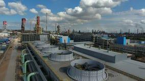 Химический завод во времени дня акции видеоматериалы