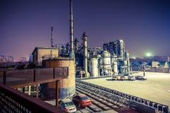 Химический завод в заходе солнца Стоковое фото RF